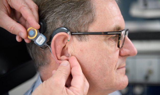 Wieder hören dank Hörimplantat