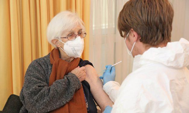 Impfen in den Alten- und Service-Zentren