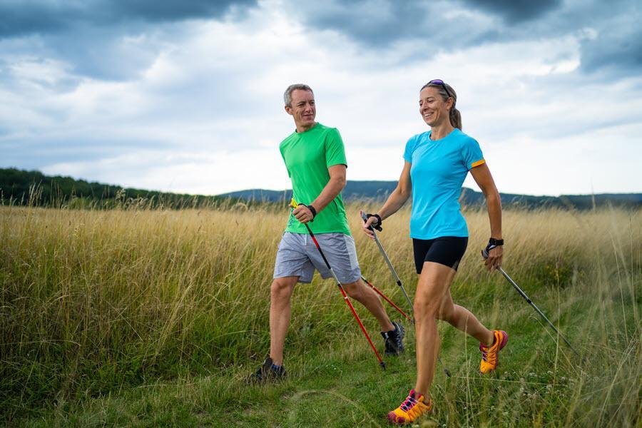 Walking – mit oder ohne Stöcke